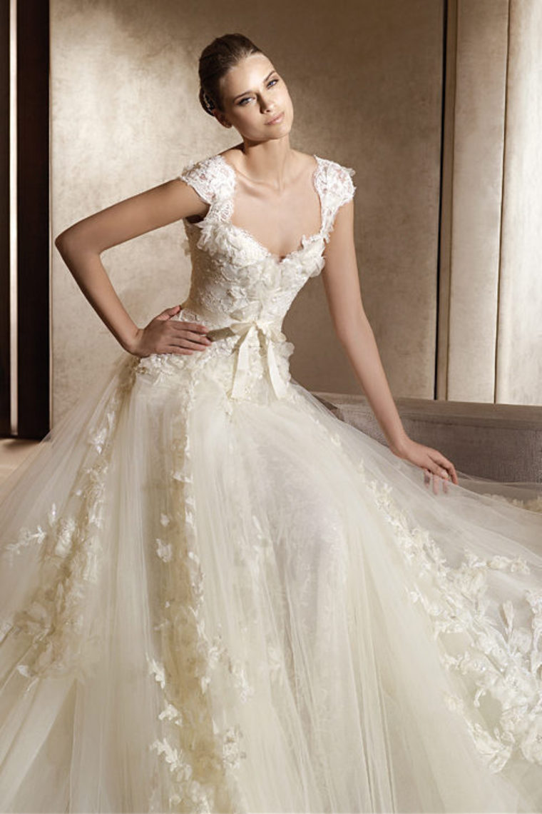 Lace-Vintage-Wedding-Dress