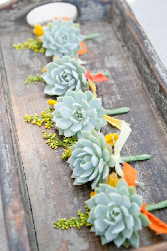 succulent-wedding-boutonnieres-for-groomsmen